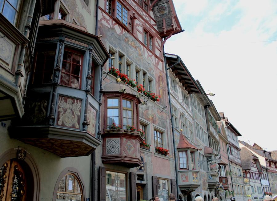 【スイス】ライン川沿いにある女性好みの可愛い町シュタイン・アム・ラインとラインの滝