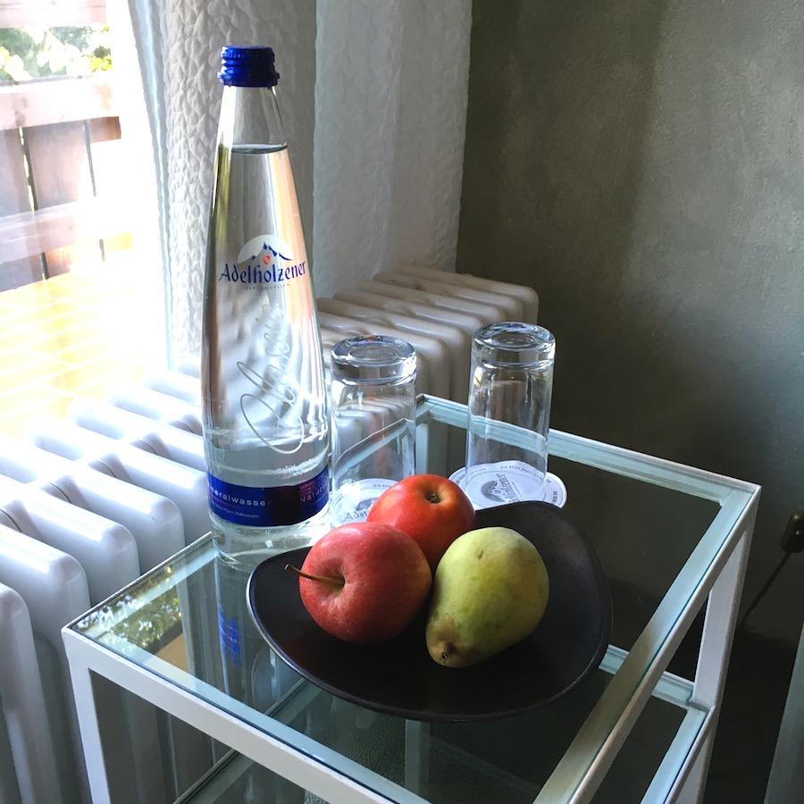 marinahotel-room2
