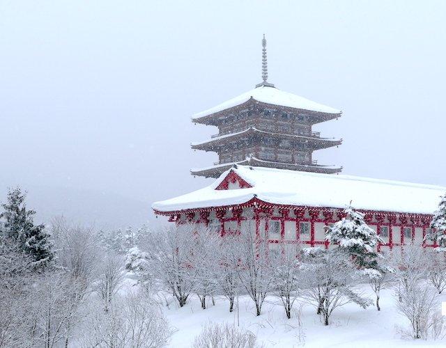 【北海道】芦別をドライブ中、雪降る中五重塔と大観音像が突如現れたので立ち寄ってみた